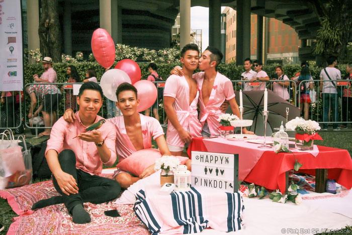"""逾两万人齐聚新加坡""""粉红点""""活动"""