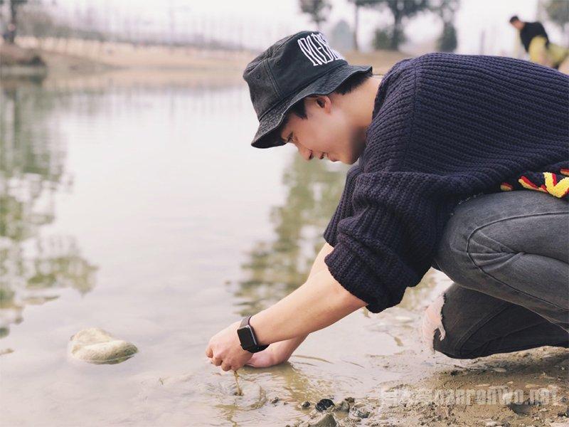 毛衣牛仔裤加渔夫帽