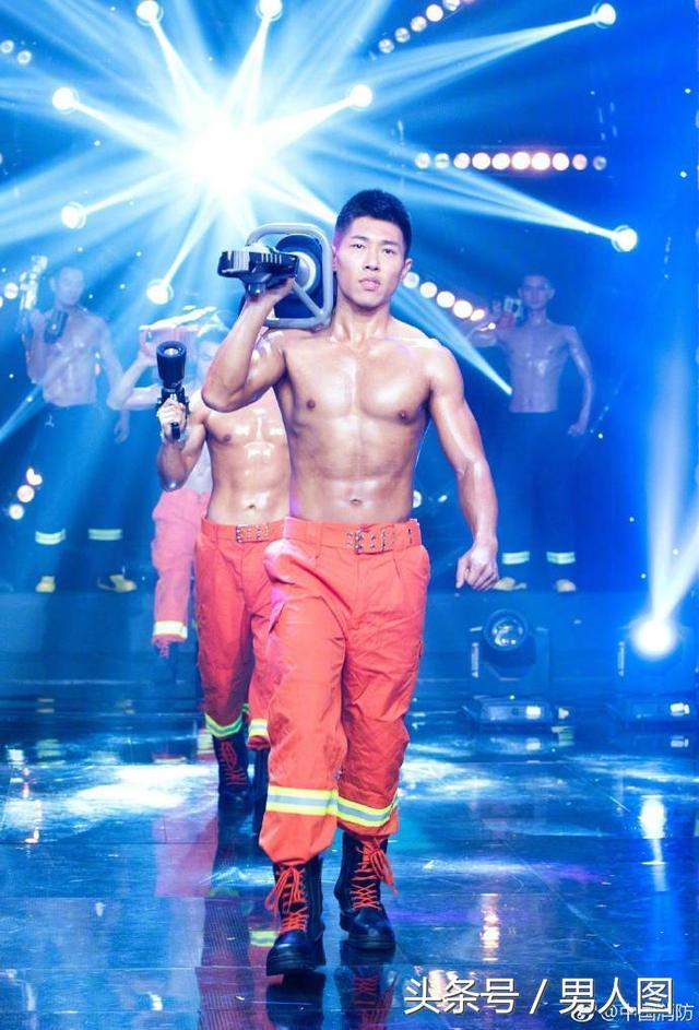 看到消防兵哥哥,单身女孩直呼身材棒,甚至励志嫁给他?