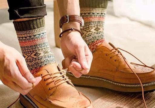 男人袜子的穿搭讲究,是根据裤子而非鞋子搭,你知道吗?