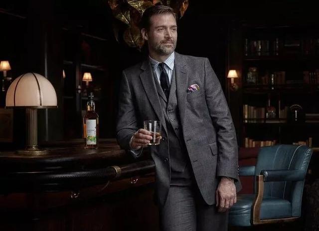 有男人的野心,为什么需要一套西服加持?