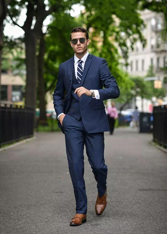 西裤正式场合怎么穿?选对版型是关键!