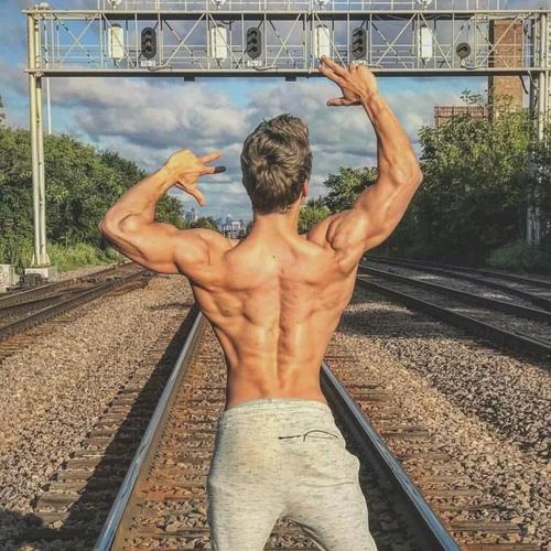 想要练出宽厚结实的肩部,你需要知道这些训练技巧