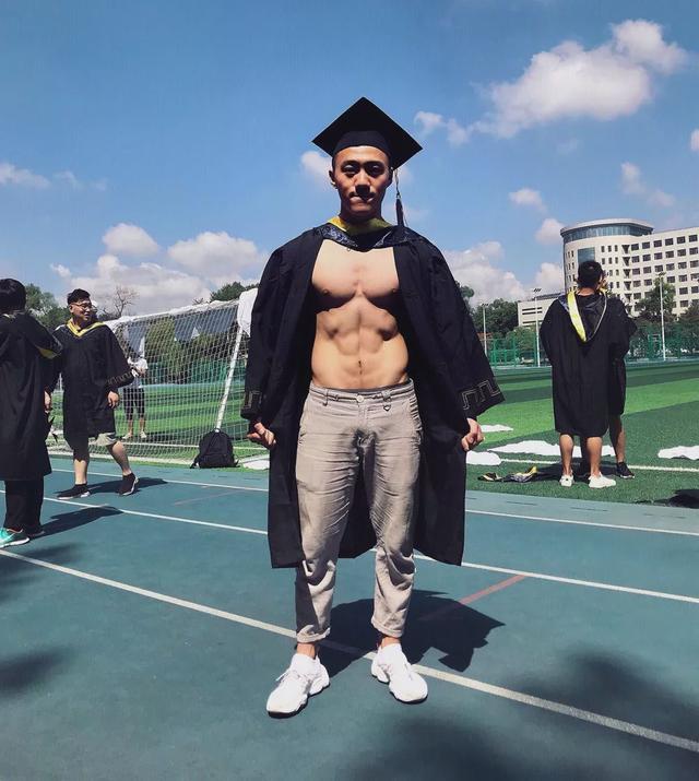 185CM东北电力大学肌肉男谢松锤,他的视频你看过吗?