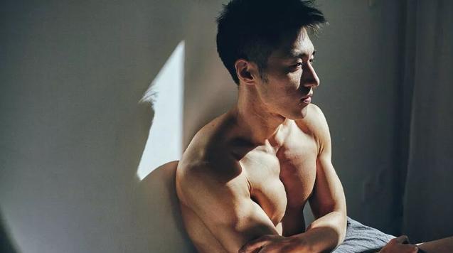 曾经被导演相中力捧的寸头帅气硬汉,袁福福去哪里了