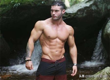 24岁胖小伙,坚持不懈的健身成肌肉男,并记录每天的身体变化