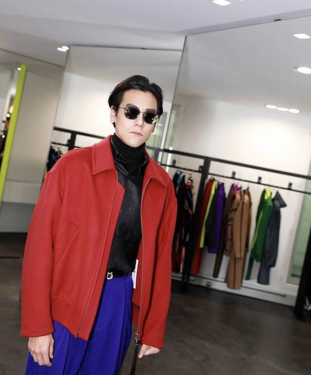 行走的荷尔蒙彭于晏,完美演绎西装和制服的造型,网友:求带回家