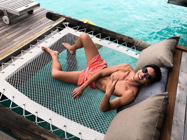 靠眼睛能隔空撩到人无法自拔,岛国最浪男模硬照一览