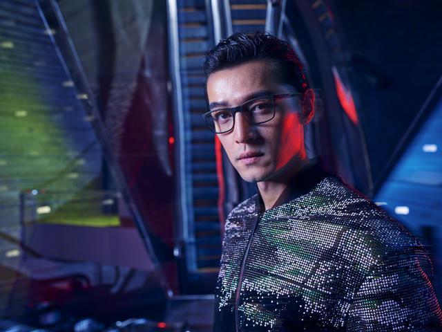 胡歌时尚大片,科幻感十足,风格很独特!而这个系列满满的男人味