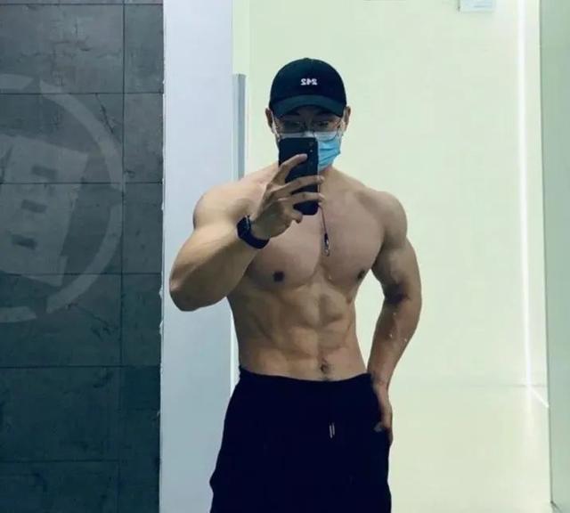 又一个北京肌肉医生刷屏,现在的医生都这么好了吗?