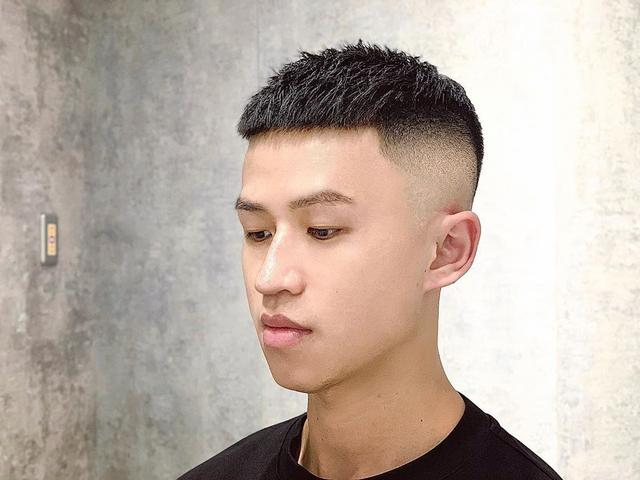 """男生不要迷恋""""锅盖头""""发型,短发才适合夏天,剪一次可以帅很久"""