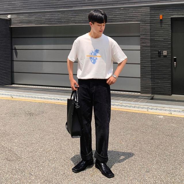 """男生还是穿""""黑白配""""最高级,掌握4种搭配方法,时尚帅气不沉闷"""